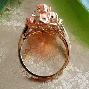 Vintage Jewelry - Vintage coral cluster ring 18kge size 10.25